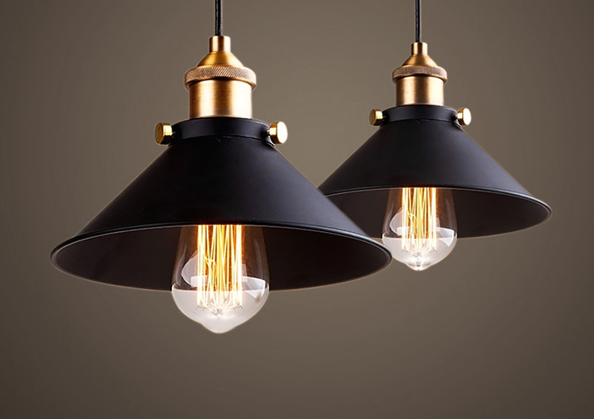 Sort taklampe i metall